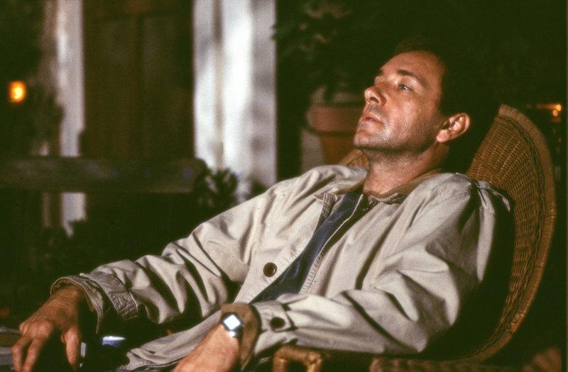 Professor Gale (Kevin Spacey) ist ein leidenschaftlicher Kämpfer gegen die Todesstrafe und kämpft mit allen Mitteln für seine Prinzipien. – Bild: RTL II