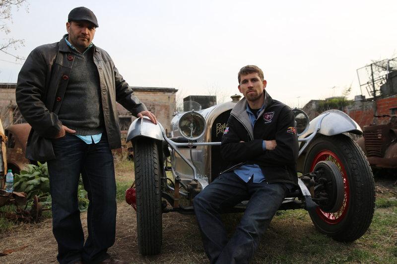 Antonio Burnet and Yusuf Johnson with the Rolland Pilain. – Bild: Dave Paterson