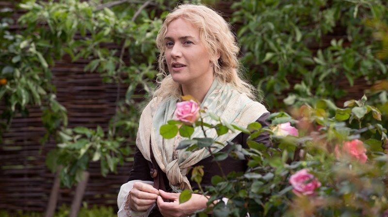 Sabine De Barra (Kate Winslet) verfügt über ein einzigartiges Talent als Gärtnerin. – Bild: rbb/Degeto