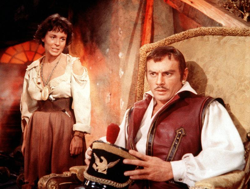 Bonnie (Claire Bloom, l.) verfolgt Jean Lafitte (Yul Brynner, r.) mit ihrem Hass, denn der hat ihren Vater zum Tode verurteilt ... – Bild: Paramount Pictures Lizenzbild frei