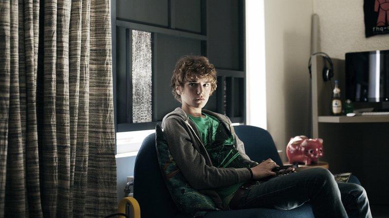 Bellichers Sohn Kees (Joost Koning) möchte, dass seinem Vater das Sorgerecht für ihn zugesprochen wird. – Bild: ZDF und Anouck Wolf.