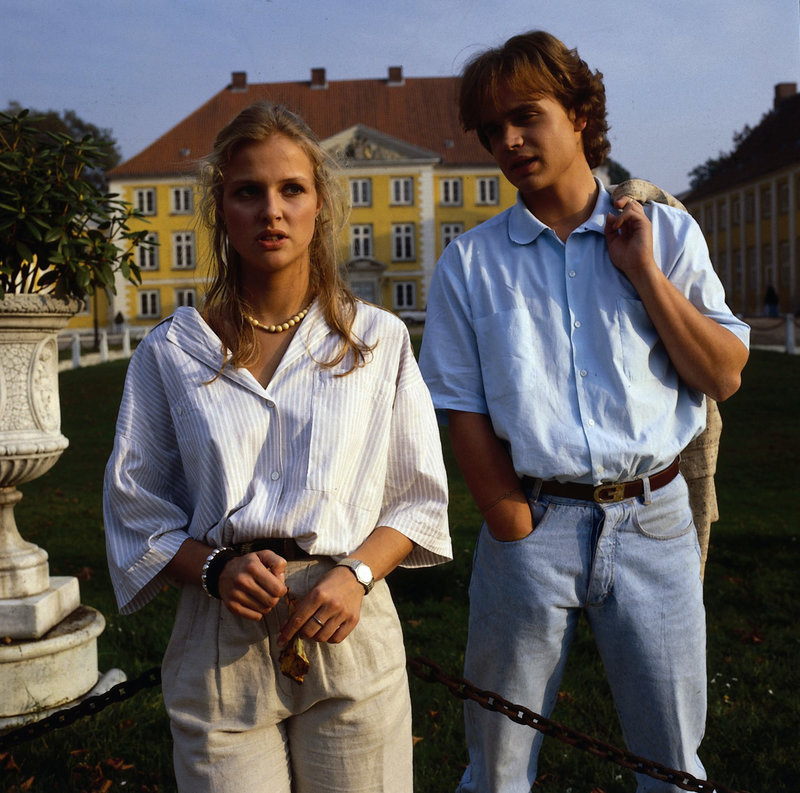 1. Tobias (Alexander Wussow) ist aus Berlin auf Besuch gekommen. Er versucht, mit Nane (Katharina Böhm) ins Gespräch zu kommen, doch sie verhält sich abweisend. – Bild: ZDF