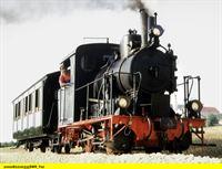 """SWR Fernsehen EISENBAHN-ROMANTIK, """"Damals wie heute - Eisenbahn-Romantik im Südwesten"""", am Samstag (27.12.14) um 12:45 Uhr. Lok 12 unter Dampf. Weiter erinnern wir an die Schwierigkeiten, die die 1901 eröffnete Härtsfeldbahn zwischen Aalen Dillingen zu bewältigen hatte. Sie ist heute eine der schönsten Museumsbahnen auf der Schwäbischen Alb. – © SWR/Kuhn"""