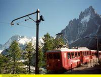 """SWR Fernsehen EISENBAHN-ROMANTIK FOLGE 400, """"Der Mont-Blanc Express und seine """"Bahn-Trabanten"""""""", am Donnerstag (19.02.15) um 14:15 Uhr. Eine Zahnradbahn führt von Chamonix aus zum MER DE GLACE - dem Eismeer. – © SWR"""