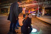 Nachdem ein Copkiller die Stadt unsicher macht, macht sich das Team um Watson (Lucy Liu, r.), Gregson (Aidan Quinn, M.) und Bell (Jon Michael Hill, l.) auf die Suche nach dem Killer, bevor er erneut zuschlägt ... – Bild: CBS Television Lizenzbild frei