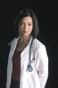 (6. Staffel) - Die attraktive Assistenzärztin Dr. Jing-Mei Chen (Ming-Na) gibt alles, um ihre Kollegen von ihrem Können zu überzeugen ... – © TM+© 2000 WARNER BROS. Lizenzbild frei