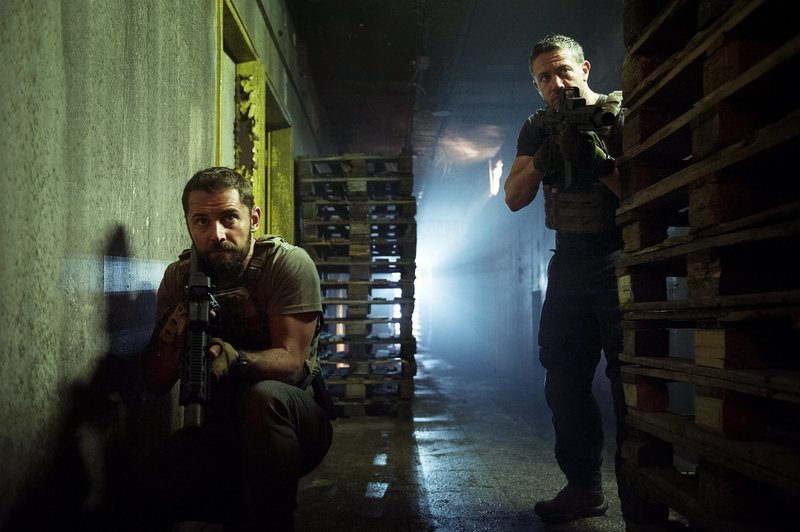 L-R: Daniel MacPherson as Sergeant Samuel Wyatt and Warren Brown as Sergeant Thomas 'Mac' McAllister. – Bild: Fox Channel