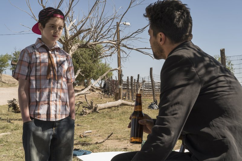 L-R: Young Jesse (Dominic Ruggieri), Jesse Custer (Dominic Cooper) – Bild: Universal TV