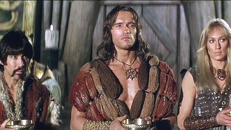 Subotai (Gerry Lopez, li.), Conan (Arnold Schwarzenegger) und Valeria (Sandahl Bergman) – Bild: RTL II