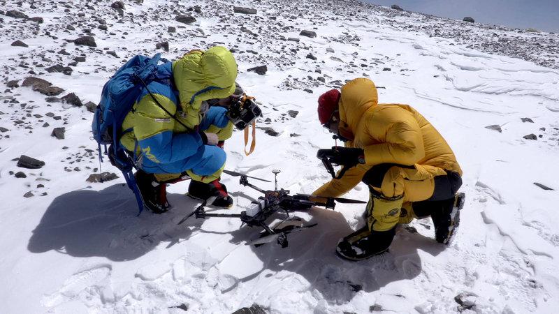 Am Gipfel der Gipfel, dem Mount Everest, – Bild: ProSieben MAXX