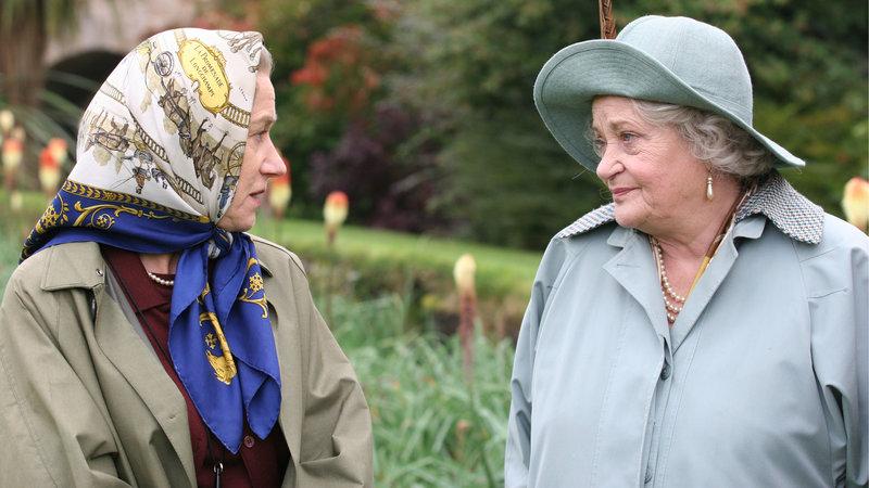 Die Queen (Hellen Mirren, li.) und ihre Mutter (Sylvia Syms, re.) im vertrauten Gespräch – Bild: RTL Zwei