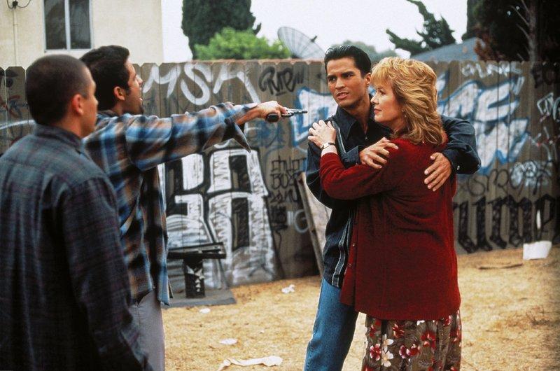 V.l.: Hector Molina (Lombardo Boyar), Pulga (Jules Douglas), Manny Gutierrez (José Solano), Teresa Gutierrez (Vikki Carr) – Bild: Nitro.