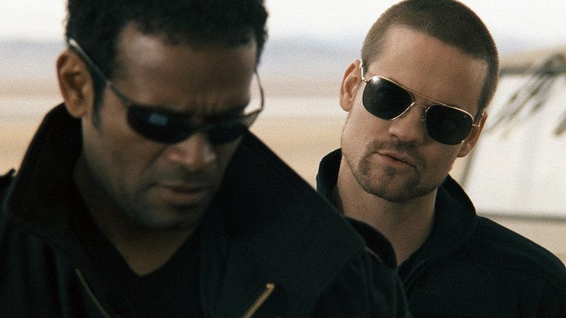 Agent Cutter (Mario van Peebles, li.) mit Tom 'Rodeo' Craig (Shane West) – Bild: RTL Zwei