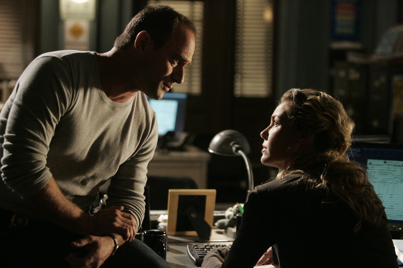 "LAW & ORDER: SPECIAL VICTIMS UNIT -- ""Underbelly"" Episode 8007 -- Pictured: (l-r) Christopher Meloni as Det. Elliot Stabler, Connie Nielsen as Detective Dani Beck -- NBC Photo: Virginia Sherwood – Bild: Universal Channel"
