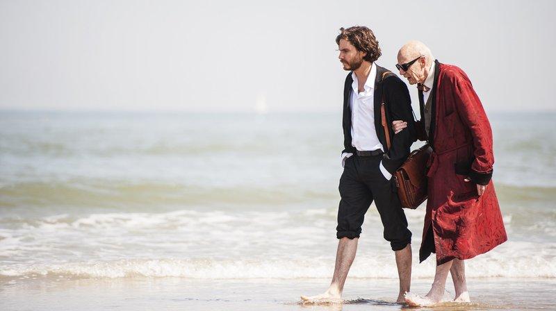 Sebastian Zöllner (Daniel Brühl) und Manuel Kaminski (Jesper Christensen, r) am Ende der Reise. – Bild: WDR/X-Verleih