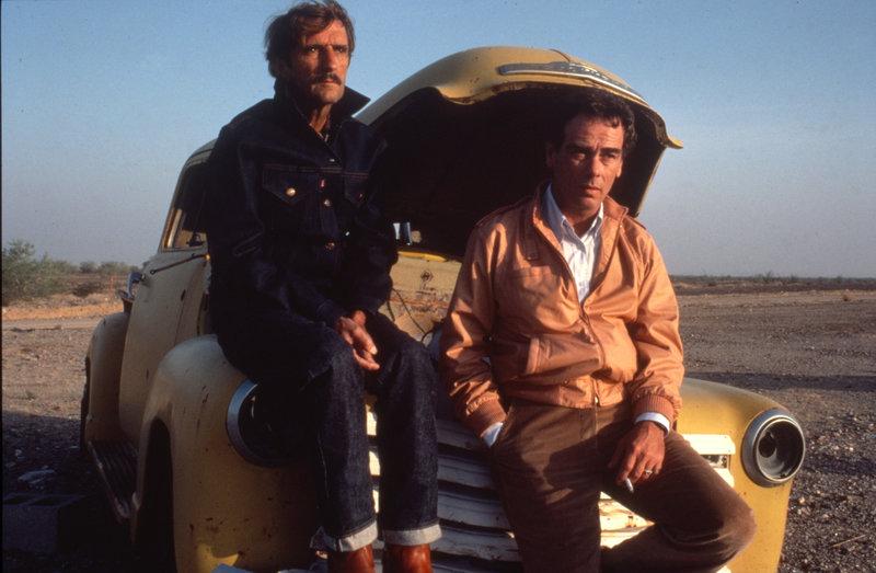 Die Brüder Travis (Harry Dean Stanton, l.) und Walt (Dean Stockwell, r.) auf ihrem mühsamen Weg nach L.A.. – Bild: ZDF und Robin Holland