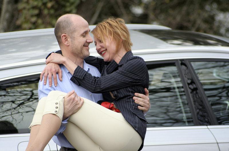 Claire (Susanne Lothar) und Robert (Ulrich Mühe) in glücklicheren Tagen, bevor der tragische Tod von Claires Schwester die Beziehung der beiden erschüttert. – Bild: HR/limago filmproduktion