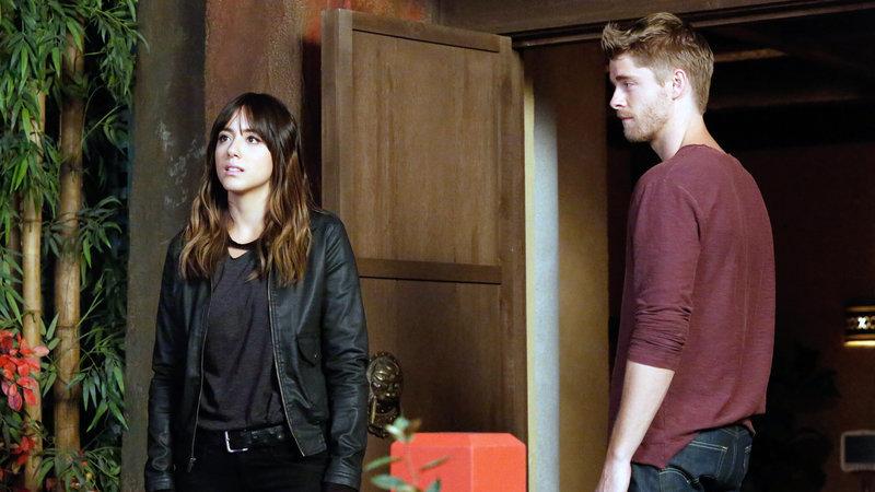 Skye (Chloe Bennet) und Lincoln (Luke Mitchell) – Bild: RTL II