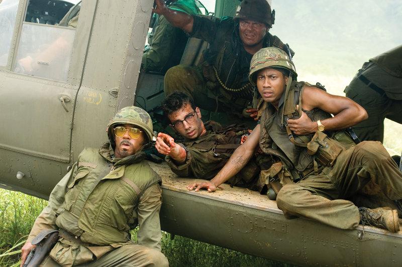Robert Downey jr. (Kirk Lazarus), Jay Baruchel (Kevin Sandusky), Jack Black (Jeff Portnoy), Brandon T. Jackson (Alpa Chino). – Bild: ORF