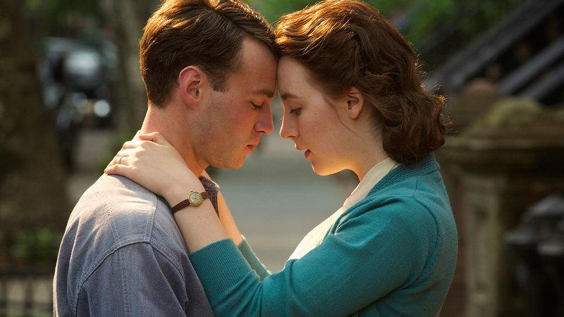 """Eilis (Saoirse Ronan), Anthony """"Tony"""" Fiorello (Emory Cohen) – Bild: Film 1 Premiere"""