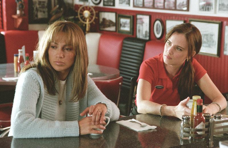 Slim Hiller (Jennifer Lopez, l.) weiß nicht weiter und sucht Rat bei ihrer Freundin Ginny (Juliette Lewis, r.). – Bild: ZDF und Van Redin