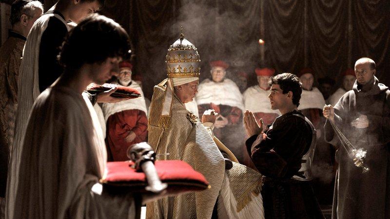 Udo Kier (Papst Innozenz VIII), Stanley Weber (Juan Borgia). – Bild: S: Sky Atlantic HD / Die Verwendung ist nur bei redak / Betafilm / © Kineos