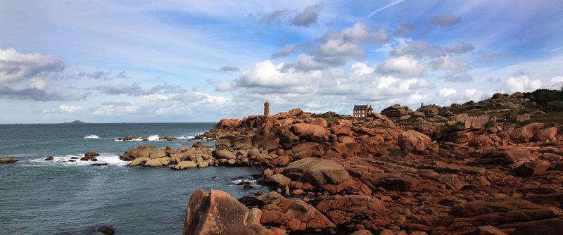 Der Leuchtturm von Ploumanac'h an der bretonischen Nordküste – Bild: arte