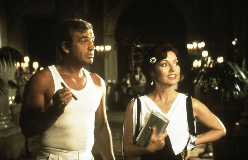 Jean-Paul Belmondo as Jo Cavalier and Marie-France Pisier as Gaby Belcourt – Bild: KirchMedia GmbH & Co. KG aA
