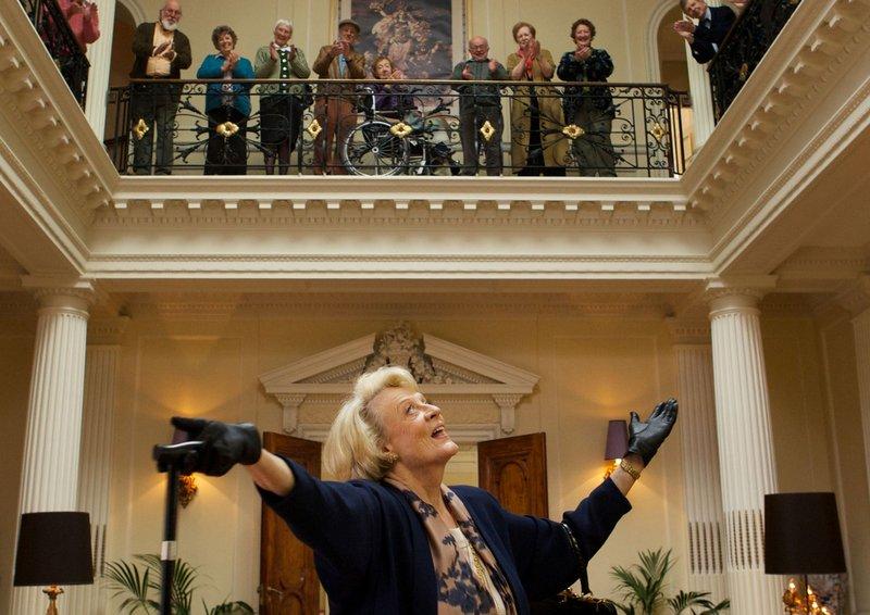 Einmal Diva, immer Diva, auch in der Seniorenresidenz Beecham House: Star-Sopranistin Jean Horton (Maggie Smith). – Bild: ARD Degeto/DCM