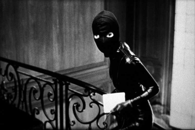 Für die Rolle, die einst Musidora, erster Vamp des französischen Kinos, verkörperte, hat Vidal ausgerechnet Hongkong-Star Maggie Cheung (Maggie Cheung) ausgesucht. – Bild: ARTE France / © Les Films du Losange