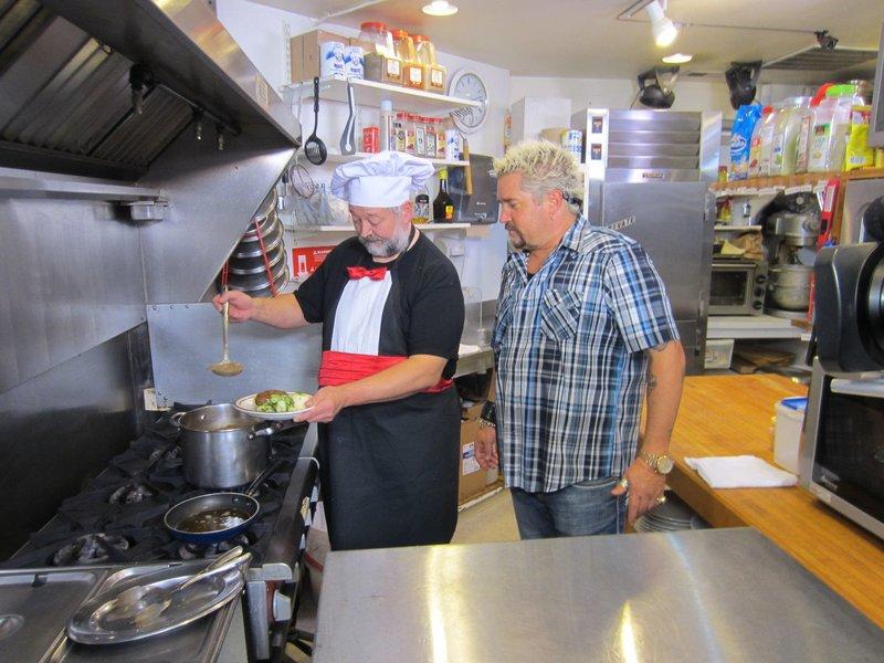 Guy Fieri (r.) – Bild: 2012, Television Food Network, G.P. All Rights Reserved. Lizenzbild frei