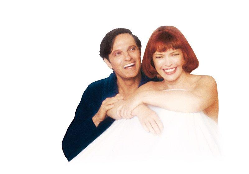 Doris (Ellen Burstyn, r.) und George (Alan Alda, l.) lernen sich zufällig in einem kleinen Restaurant kennen. Obwohl beide verheiratet sind, erwachen sie am nächsten Morgen im selben Bett. Daraufhin beschließen sie, sich jedes Jahr zur selben Zeit wieder zu treffen… – Bild: 1978 Universal City Studios, Inc. All Rights Reserved. Lizenzbild frei