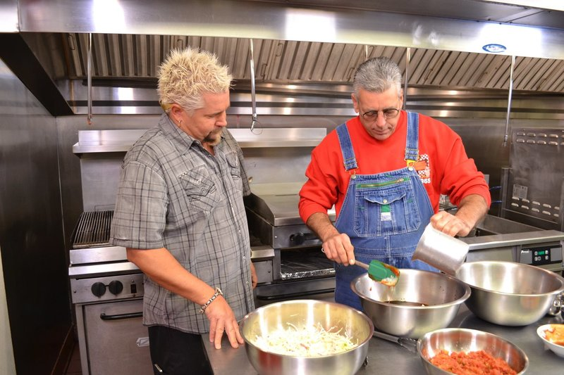 Guy Fieri (l.) – Bild: 2013,Television Food Network, G.P. All Rights Reserved Lizenzbild frei