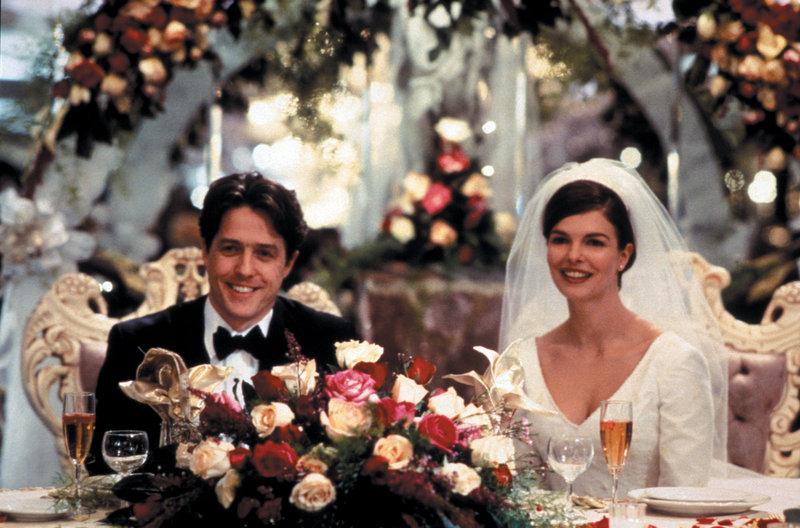 Trügerisches Eheglück: Gina Vitale (Jeanne Tripplehorn, l.) und Michael Felgate (Hugh Grant) - ein ganz normales Brautpaar? – Bild: ZDF