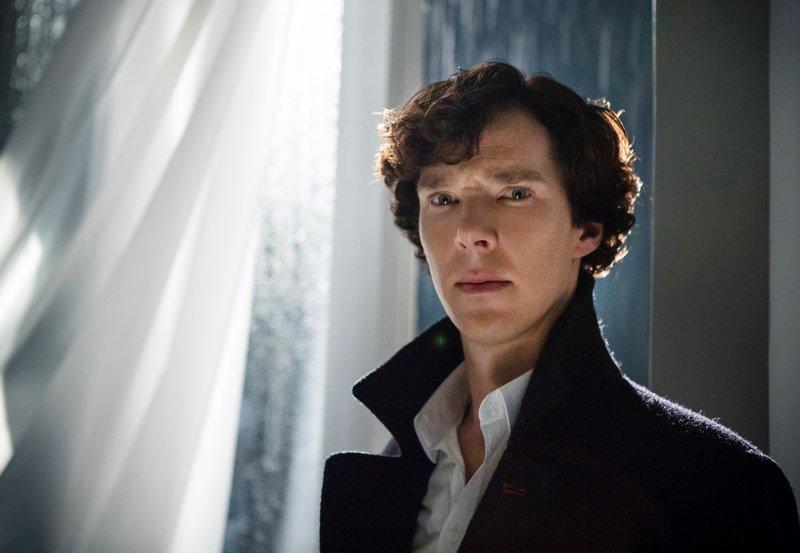 Sherlock Holmes (Benedict Cumberbatch) kämpft gegen einen ebenbürtigen Gegner. – Bild: ARD Degeto/BBC/Hartswood Films 2013