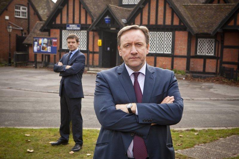 Britse misdaadserie waarin detective John Barnaby wekelijks geconfronteerd wordt met moord en doodslag in Midsomer, een ogenschijnlijk vredig stukje platteland in het Engelse Somerset. – Bild: RTS 1