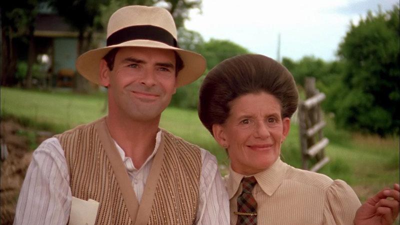Roger King (Andrew Gillies) mit Hetty (Jackie Burroughs) (v.l.) – Bild: Bibel TV