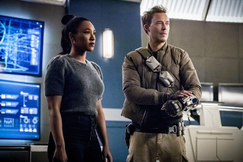 Iris West-Allen (Candice Patton, l.); Harrison 'Nash' Wells (Tom Cavanagh, r.) – Bild: 2019 The CW Network, LLC. All rights reserved. Lizenzbild frei
