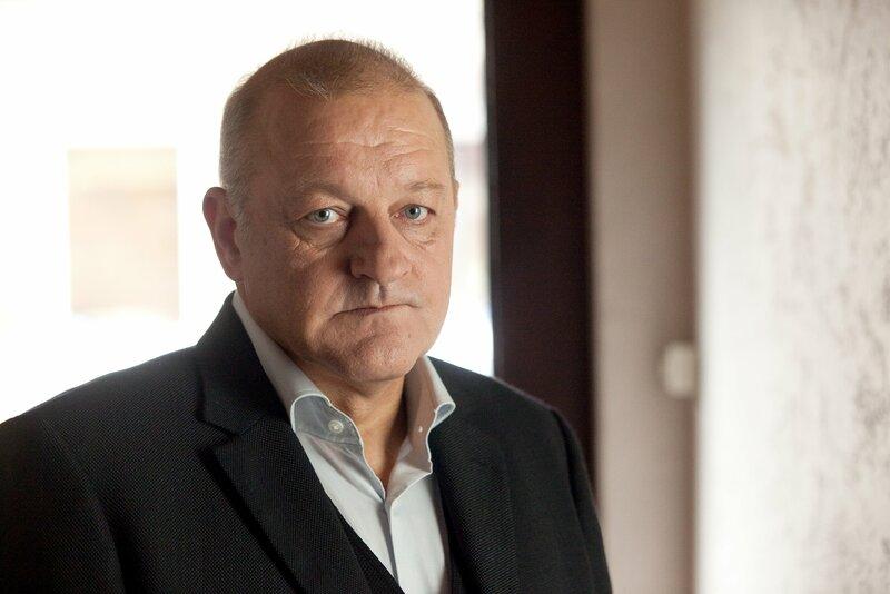 Münsters bekanntester Privatdetektiv Georg Wilsberg (Leonard Lansink) kommt ins Grübeln. An dem Mordfall ist doch wieder etwas oberfaul. – Bild: ORF III