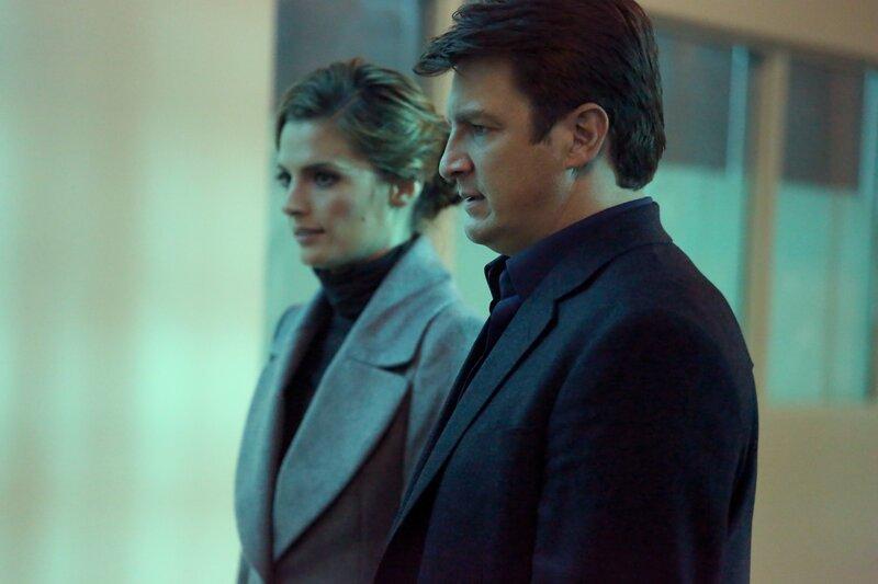 Ein Fall, bei dem sich eine Frau zu Tode erschreckt hat, beschäftigt Castle (Nathan Fillion, r.) und Beckett (Stana Katic, l.) ... – Bild: ABC Studios Lizenzbild frei