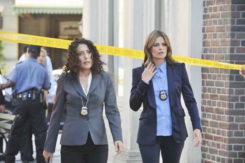 L-R: Rachel McCord (Lisa Edelstein), Kate Beckett (Stana Katic) – Bild: Universal TV