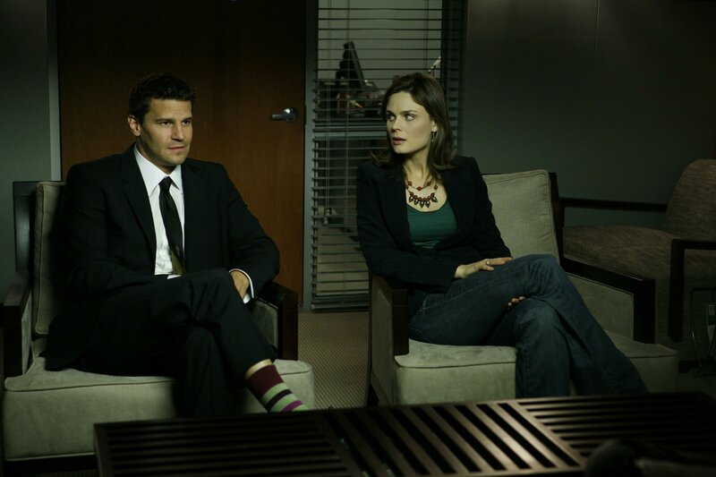 Booth (David Boreanaz, l.); Dr. Brennan (Emily Deschanel, r.) – Bild: © 2007-2008 Fox and its related entities. All rights reserved. / Isabella Vosmikova / Isabella Vosmi