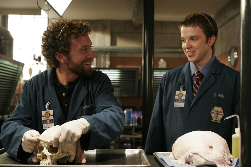Dr. Hodgins (T.J. Thyne, l.); Dr. Addy (Eric Millegan, r.) – Bild: © 2007-2008 Fox and its related entities. All rights reserved. / Carin Baer / Carin Baer