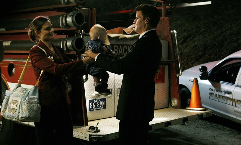 Dr. Brennan (Emily Deschanel, l.); Booth (David Boreanaz, r.) – Bild: © 2007-2008 Fox and its related entities. All rights reserved.