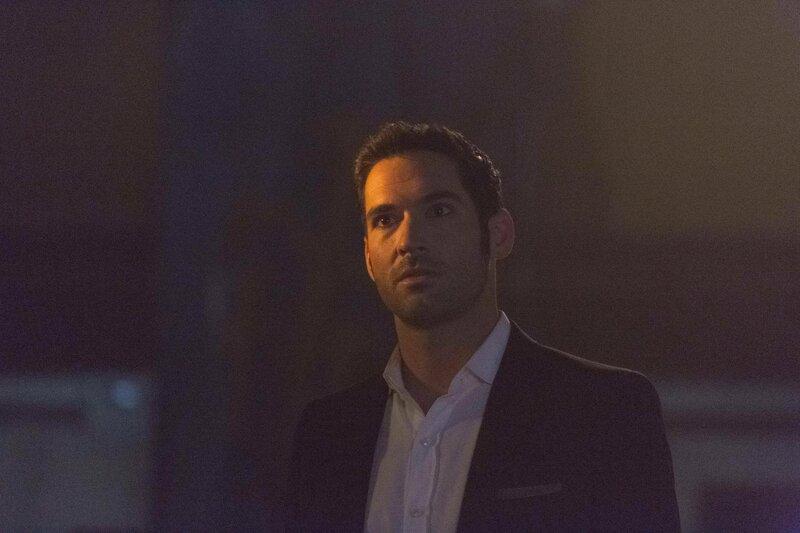 Der Mord an seinem Lieblingsactionhelden beschäftigt Lucifer (Tom Ellis) und Chloe und sie müssen schon bald feststellen, dass der Fall komplizierter wird, als zunächst gedacht ... – Bild: 2016 Warner Brothers Lizenzbild frei