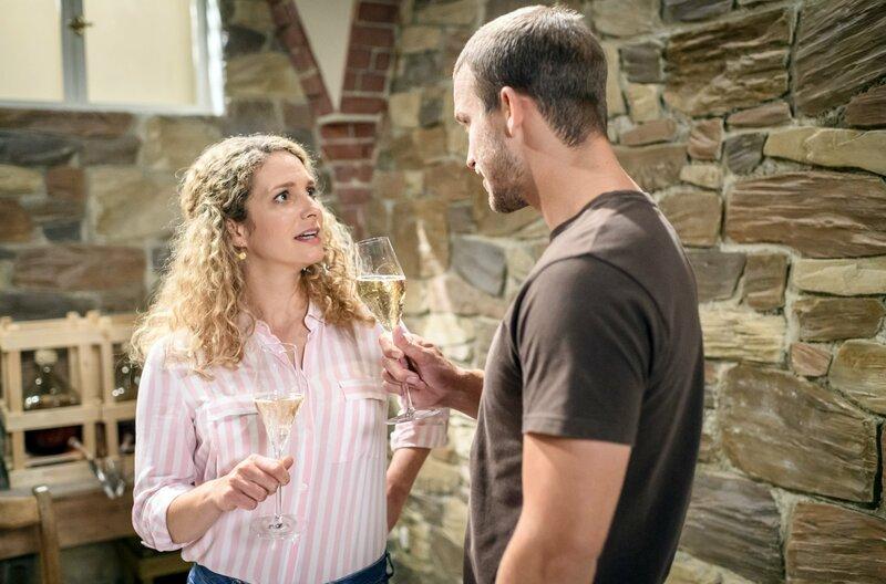Werden Tim (Florian Frowein) und Franzi (Léa Wegmann) es wagen, die Brauerei zu übernehmen? – Bild: ARD/BR/Christof Arnold