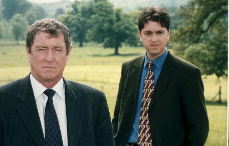 In der scheinbar idyllischen Grafschaft Midsomer begegnen Inspector Barnaby (John Nettles, l.) und Sergeant Troy (Daniel Casey, r.) selten friedvolle Menschen. – Bild: ZDF und Bentley Production