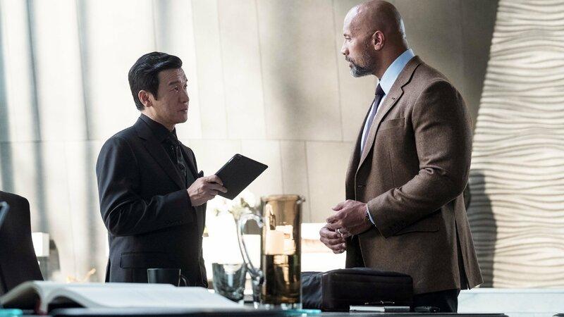 Zhao Ming Zhi (Chin Han, l.), Will Sawyer (Dwayne Johnson) Die Verwendung des sendungsbezogenen Materials ist nur mit dem Hinweis und Verlinkung auf TVNOW gestattet. – Bild: TVNOW / © 2018 Universal Studios