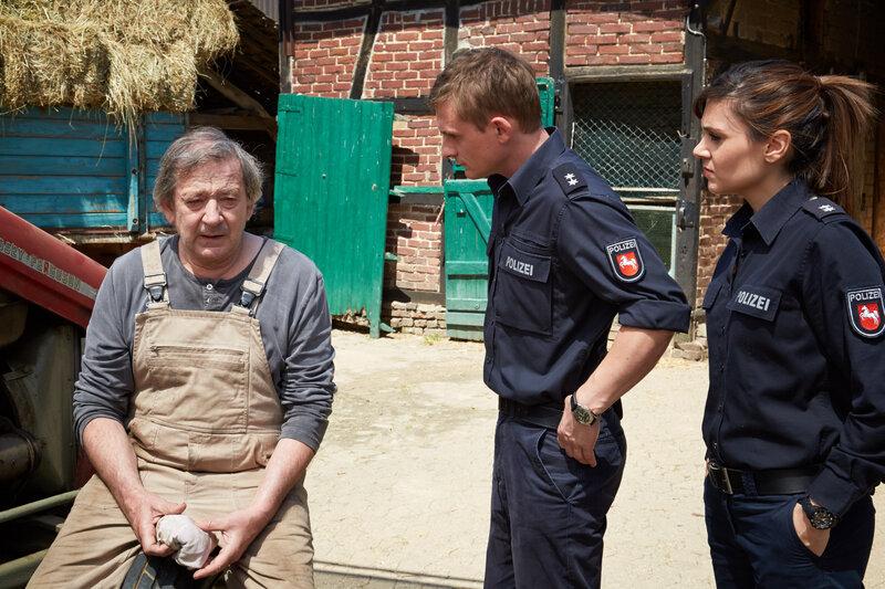 Rune Bilstedt (André Jung, l.), Jens Jensen (Florian Lukas, M.) und Süher Özlügül (Sophie Dal). – Bild: ZDF und Guido Engels