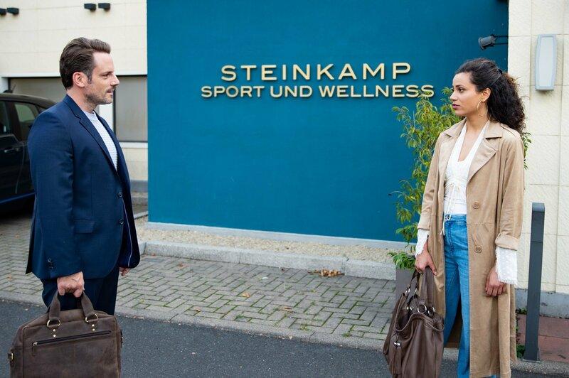 Malu (Lisandra Bardel) erkennt unwohl, dass Justus (Matthias Brüggenolte) von Finns Absage sehr enttäuscht ist... – Bild: TVNOW